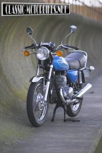 Kawasaki S1 250 Triple