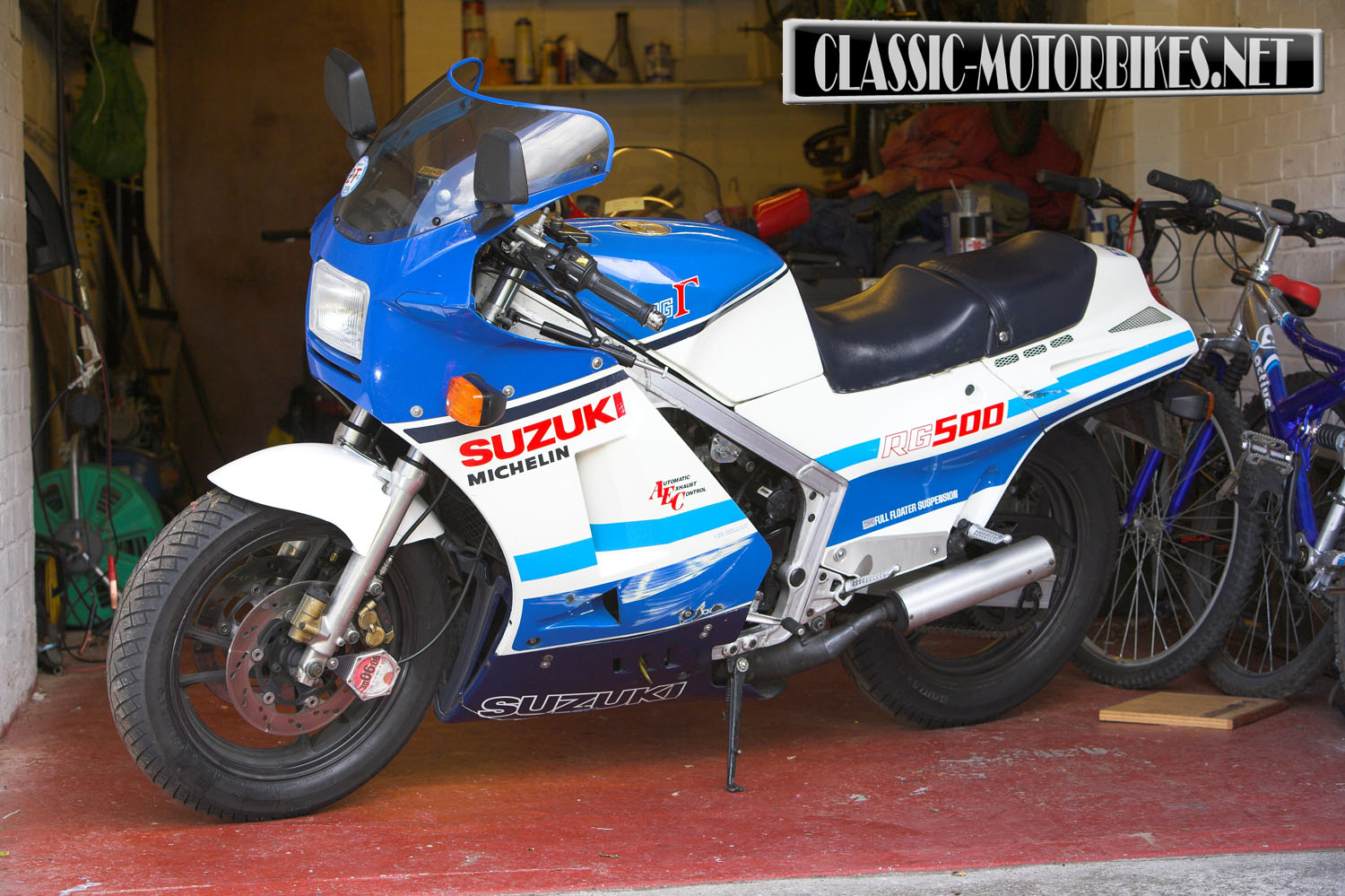suzuki rg500 restoration classic motorbikes. Black Bedroom Furniture Sets. Home Design Ideas