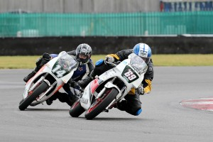 Richard Sawyer (69) & Doug Edmondson (14, both TZR 250 Yamaha)