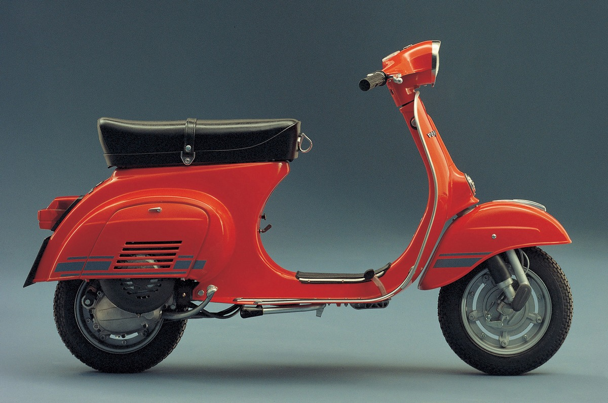 vespa classic scooters classic motorbikes. Black Bedroom Furniture Sets. Home Design Ideas