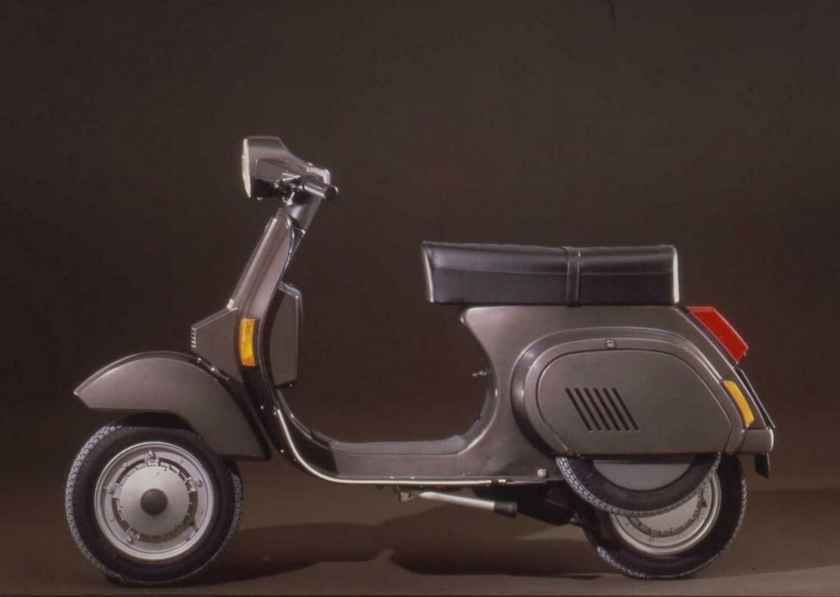 vespa classic scooters classic motorbikes. Black Bedroom Furniture Sets. Home Design Ideas