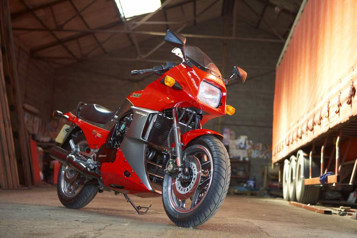 Kawasakis King Of The Road The Gpz900r Classic Motorbikes