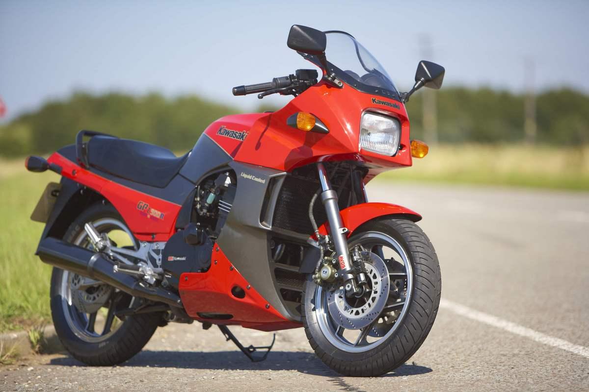 Kawasaki's king of the road, The GPz900R | Clic Motorbikes