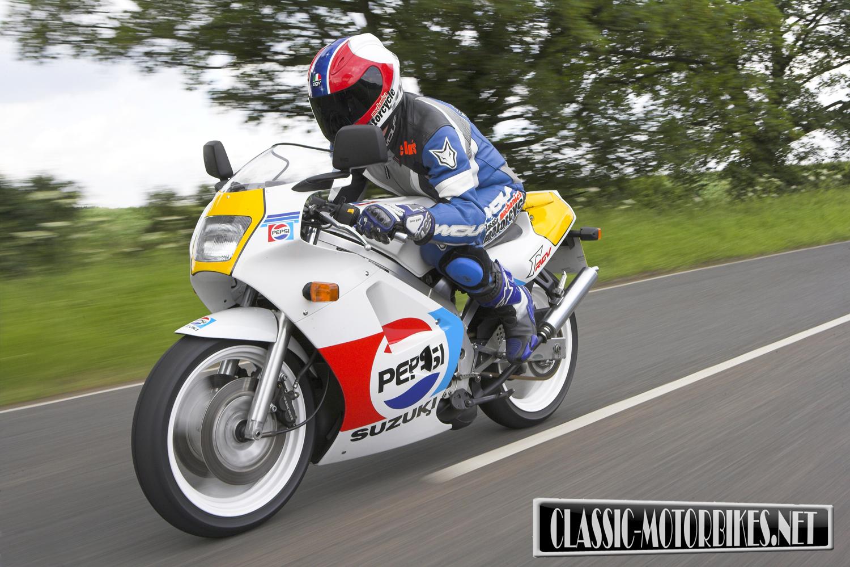 Suzuki RGV250 Road Test | Classic Motorbikes
