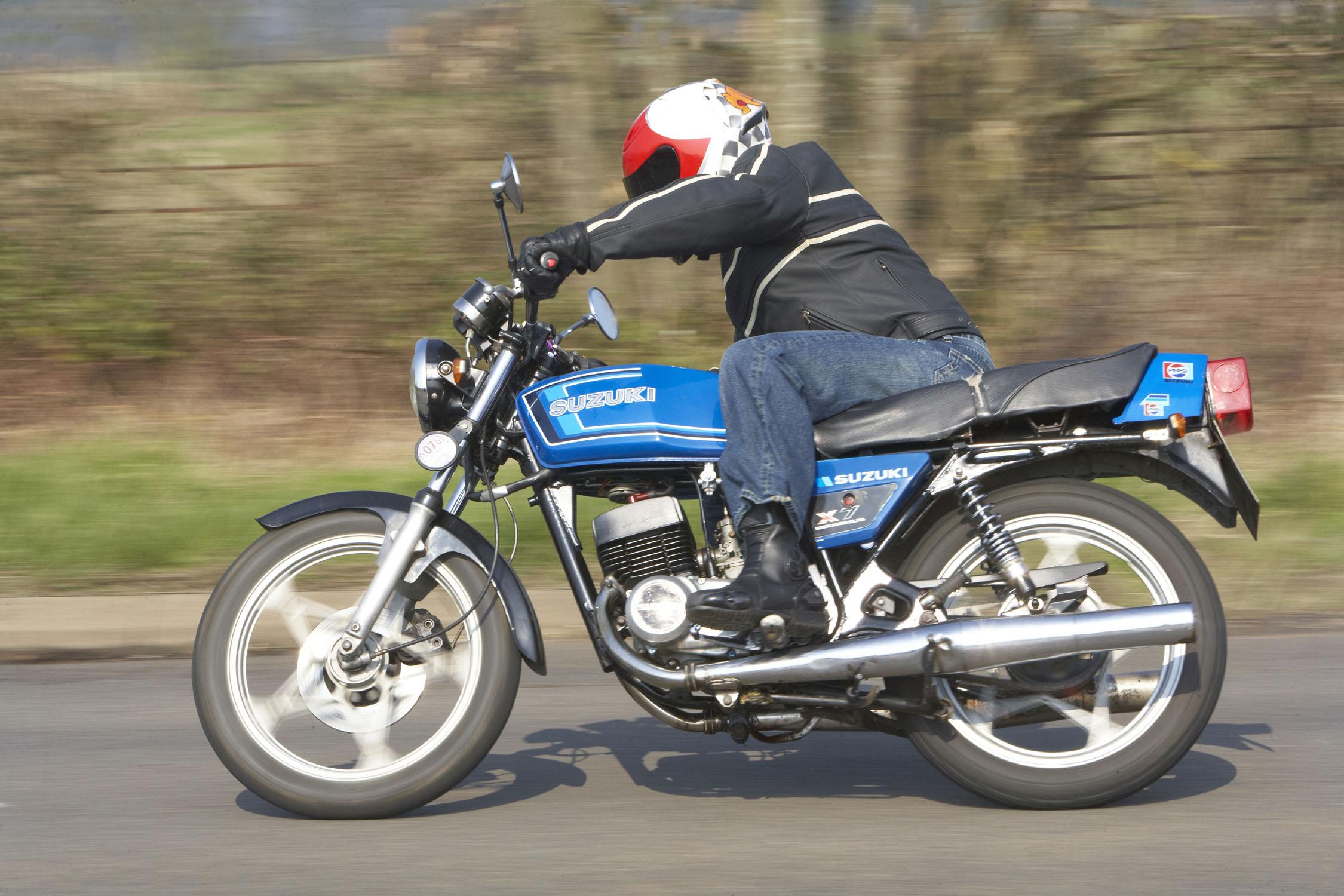 Suzuki GT250 X7 Road Test | Clic Motorbikes