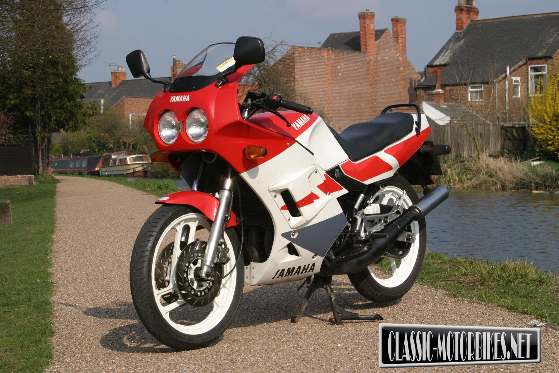Yamaha RD350R YPVS Road Test - Classic Motorbikes