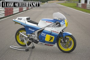 Suzuki RG500 Barry Sheene Replica
