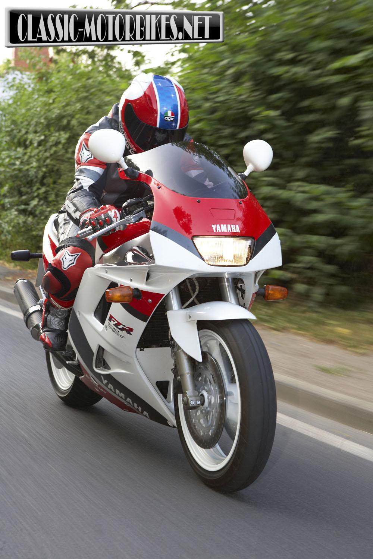yamaha fzr1000 exup road test classic motorbikes. Black Bedroom Furniture Sets. Home Design Ideas