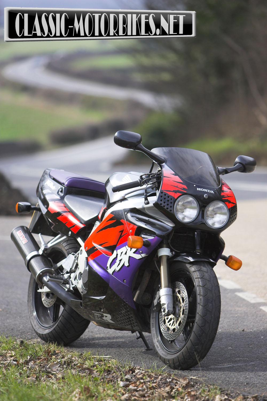 Honda CBR900RR Fireblade Road Test - Classic Motorbikes