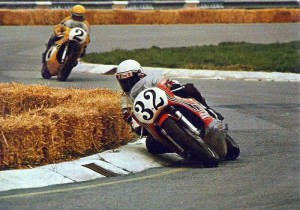 Steve Baker leads Keny Roberts - both on Yamaha OW31