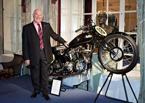 Motorsport legend Murray Walker is reunited with his past at the Royal Automobile Club dinner