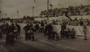 The grainy image of the start of the 500cc event at the Circuit de la Prairie 1954