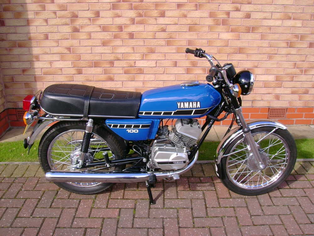 yamaha rs100 gallery classic motorbikes. Black Bedroom Furniture Sets. Home Design Ideas