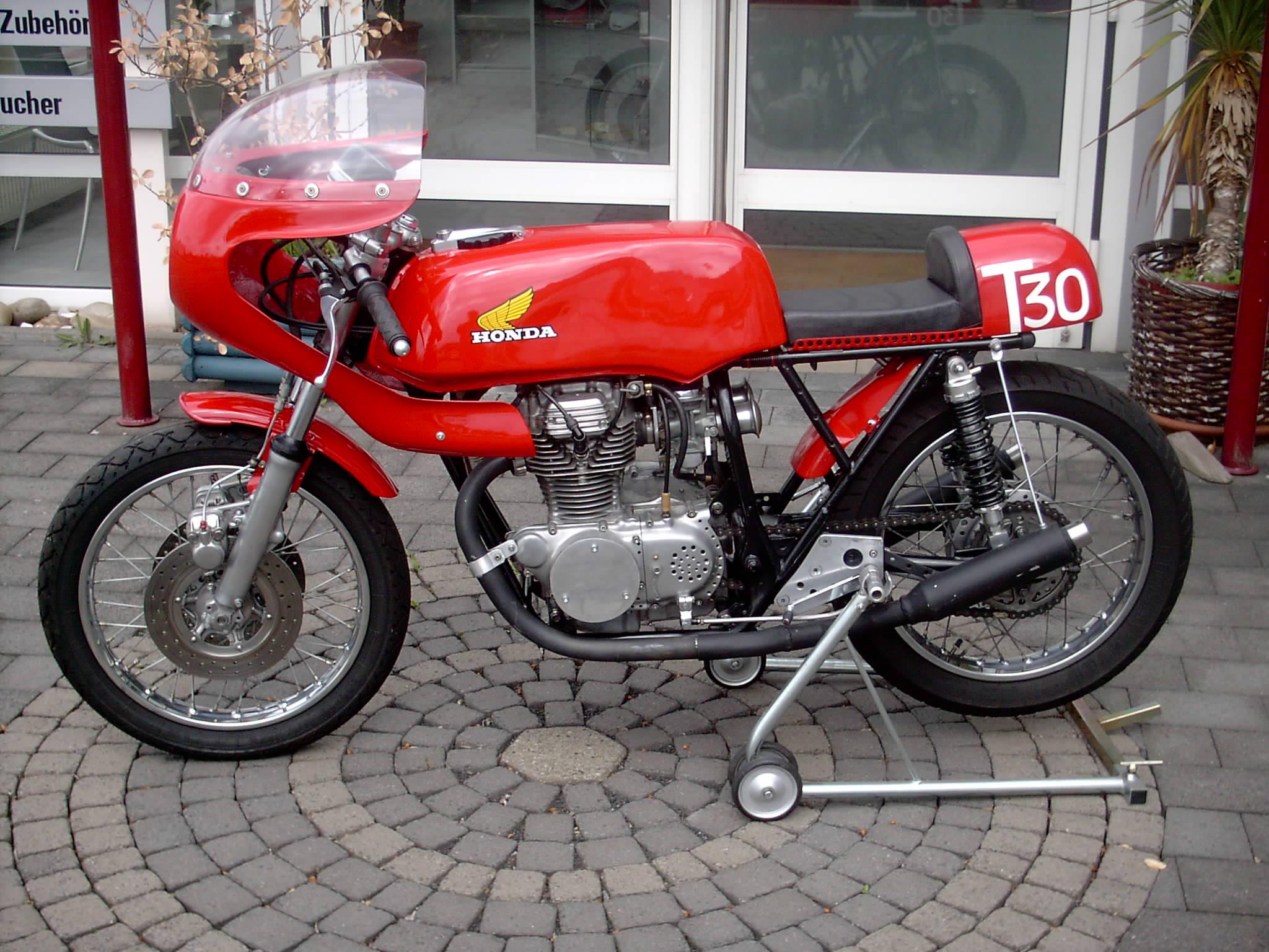 CB250 Gallery - Classic Motorbikes