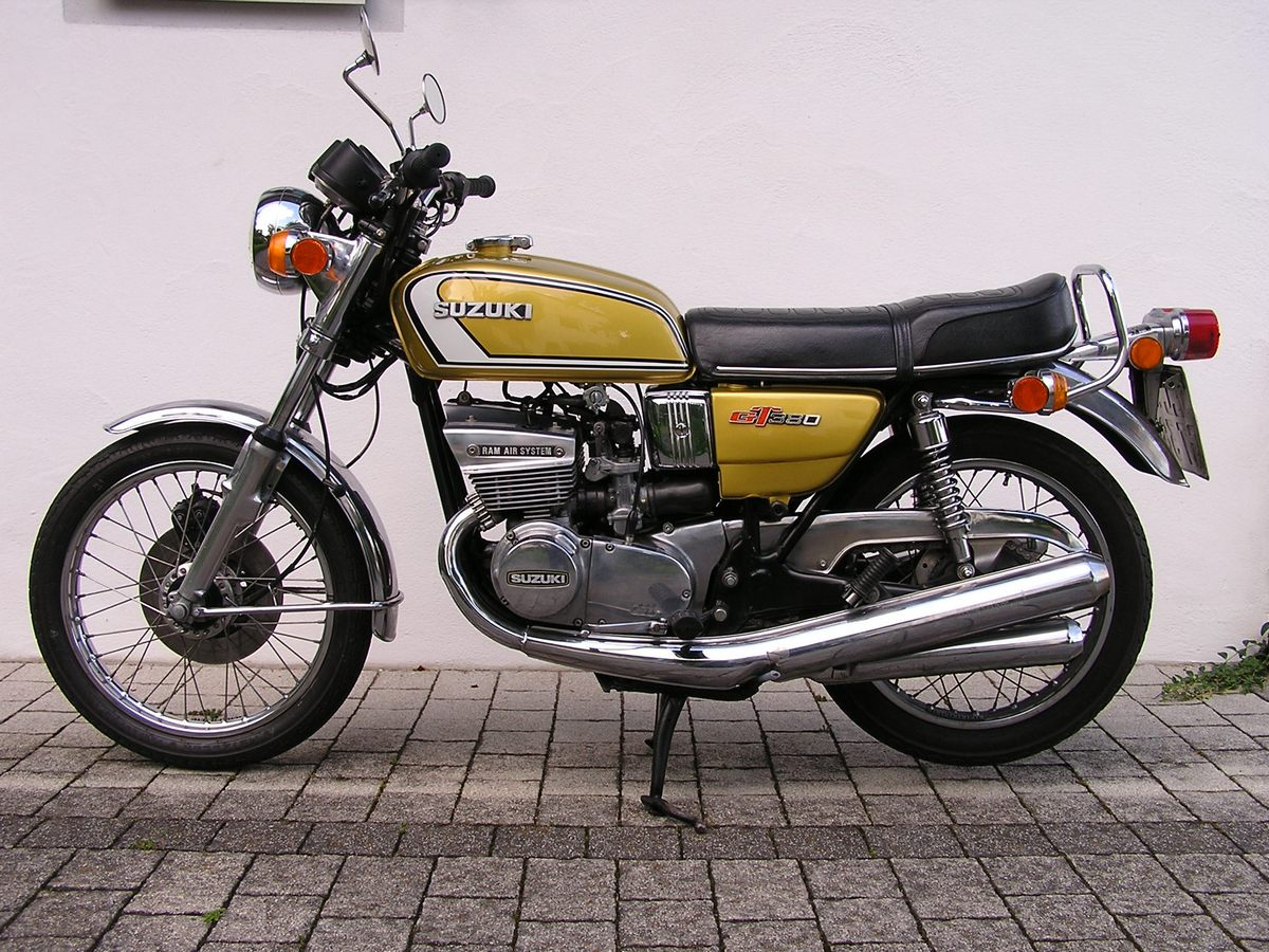 Suzuki GT380 Gallery | Classic Motorbikes