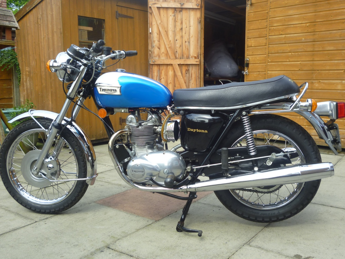 Triumph T100 Gallery Classic Motorbikes