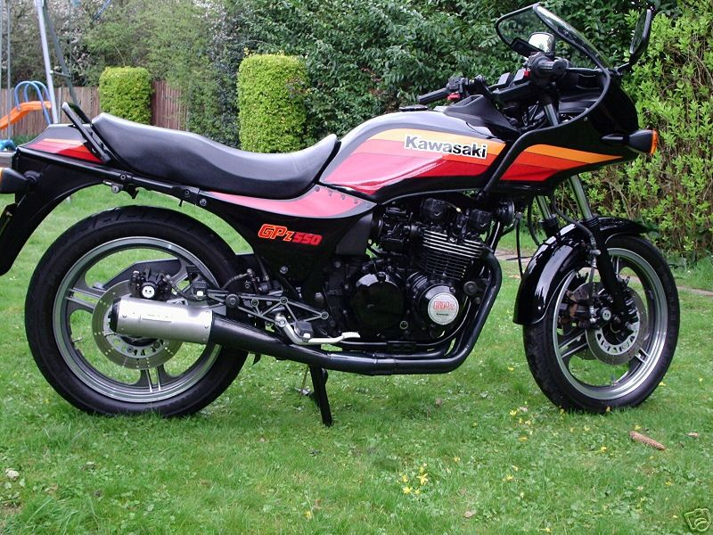 Kawasaki GPz550 Gallery | Clic Motorbikes