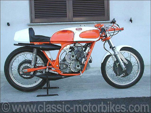 moto villa classic bikes classic motorbikes. Black Bedroom Furniture Sets. Home Design Ideas