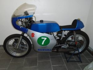 Suzuki T250 race / parade bike