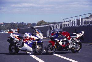 Honda CBR900RR_1992 and 2000