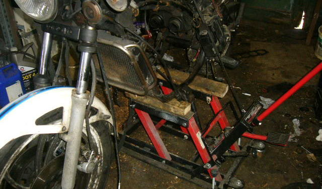 RD350LC front wheel spindle removal