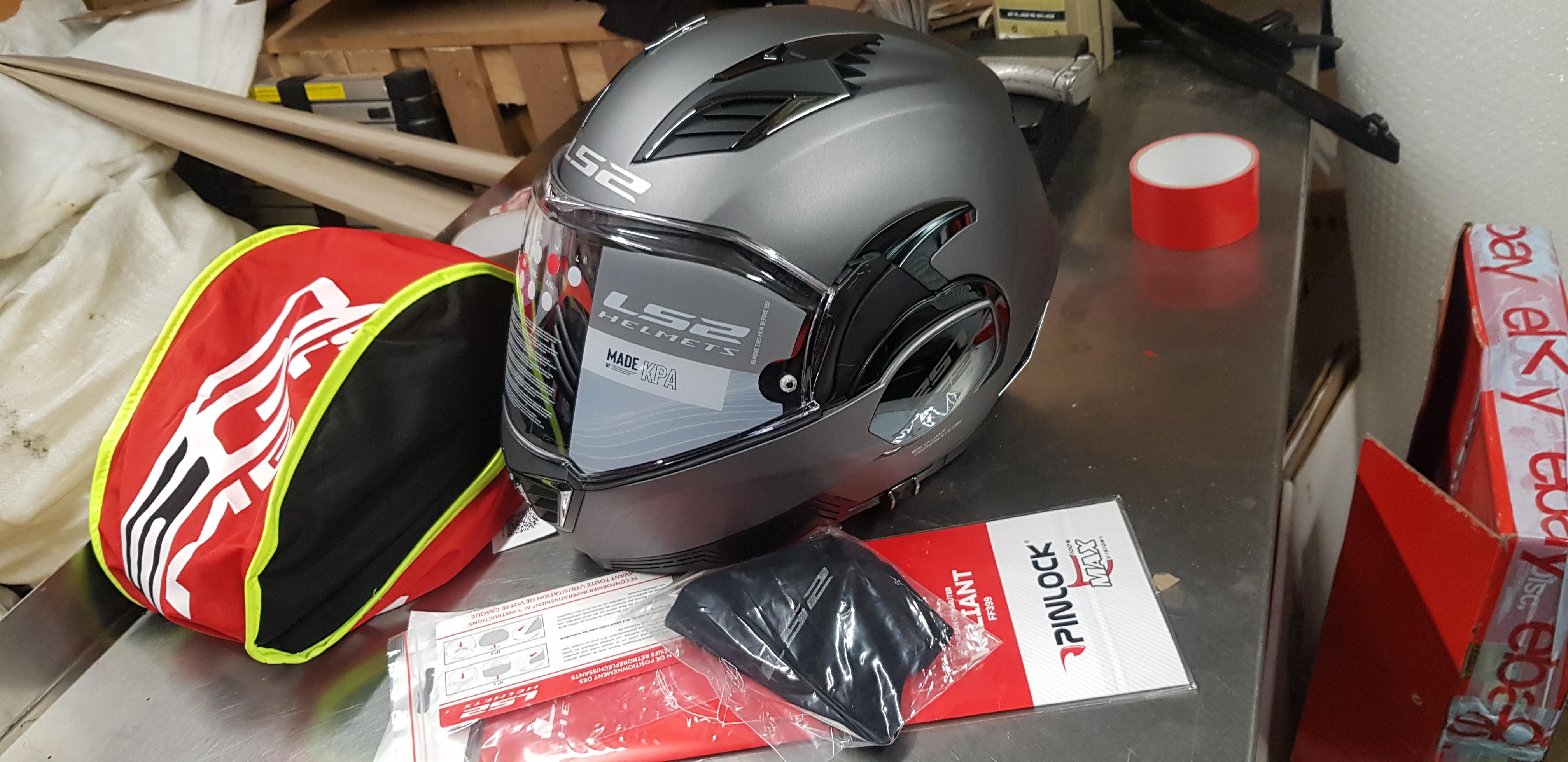LS2 Valiant II crash helmet review