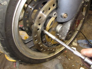 Motorcycle floating discs bobbin cleaning