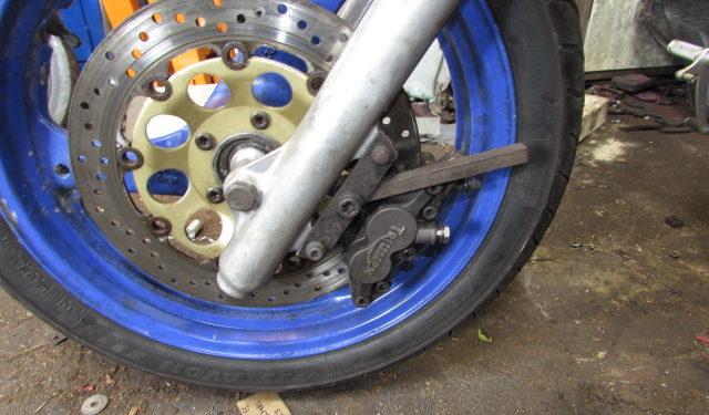 Yamaha Diversion XJ600 front wheel