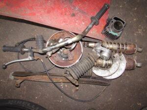 Suzuki GT250 scrap parts