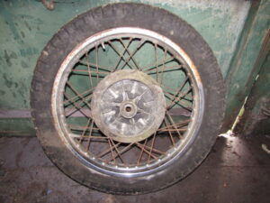 Suzuki GT250 wheel